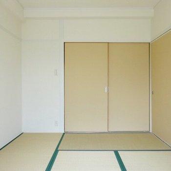 ほっこり和室でごろごろお昼寝もできる♬