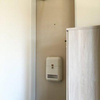 玄関は普通サイズかな?(※写真は清掃前のものです)