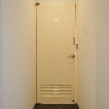 内開きのドアなので・・・