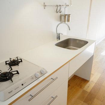 キッチンはTOMOSオリジナル2口ガス!※写真はイメージです