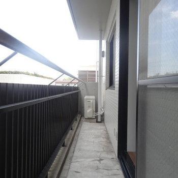 こちらは東側のベランダ。※写真は3階の同間取り別部屋のものです。