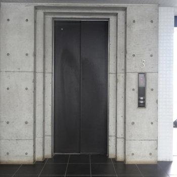 どっしりとしたエレベーター