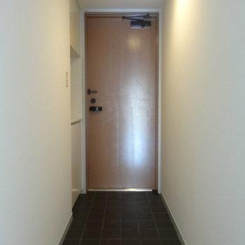 玄関ゆとりありますねー。※写真は3階の同間取り別部屋のものです。