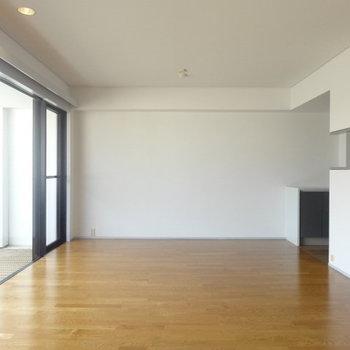 LDKのこの開放感。※写真は3階の同間取り別部屋のものです。