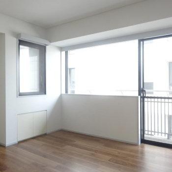 こちらは7.4帖の洋室。※写真は3階の同間取り別部屋のものです。