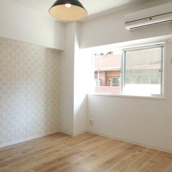 こちらはベッドルームの雰囲気。ツリーのクロスがかわいいな。※写真は前回募集時のものです