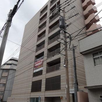 築浅のマンションは外観もステキだな。