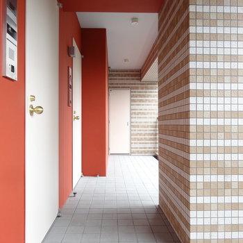 エレベーターを降りるとオレンジカラーがお出迎えしてくれるんです♪