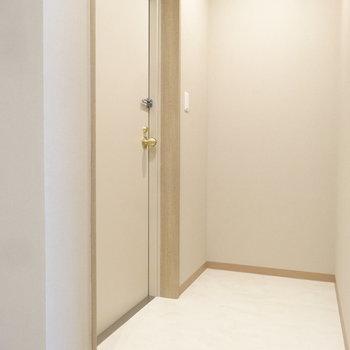 玄関にはオシャレなラックとか置いてみたり。(※写真は3階の同間取り別部屋のものです)