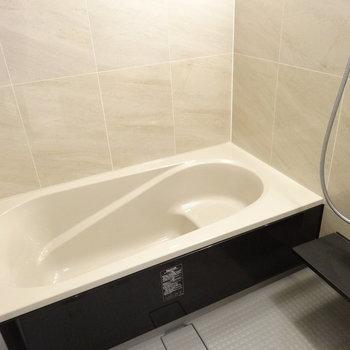 浴槽、とっても広いんです!これはついつい長風呂しそう。(※写真は3階の同間取り別部屋のものです)