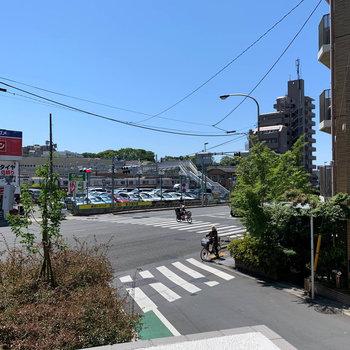 左を向くと、第二京浜国道。