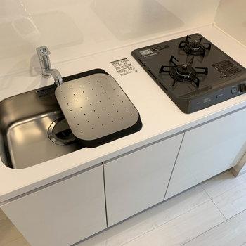 キッチンはしっかり自炊のできる作り。