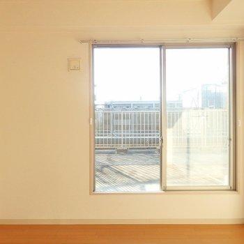 窓からお日様、燦々◎
