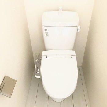 トイレは1階と2階に1個づつ!(※写真は1階反転間取り別部屋のものです)