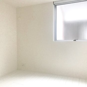 一番小さい居室。こちらには収納がありません(※写真は1階反転間取り別部屋のものです)