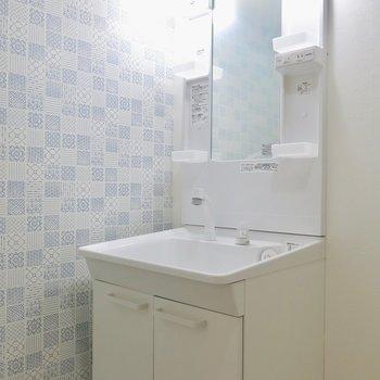 真っ白な洗面台 ※写真は同間取り・別部屋
