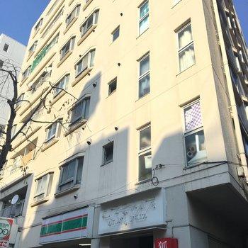 1階は100円ローソンなの。