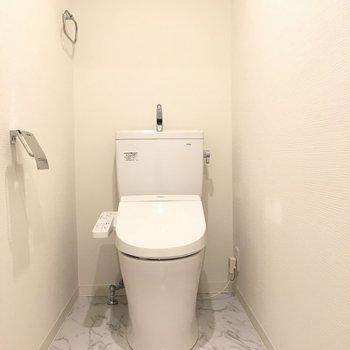 トイレの床はちょっとゴージャス?