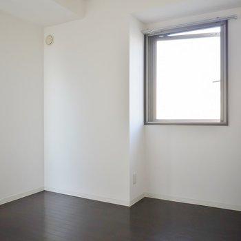 5.5帖の洋室。ベッドはこっちかな
