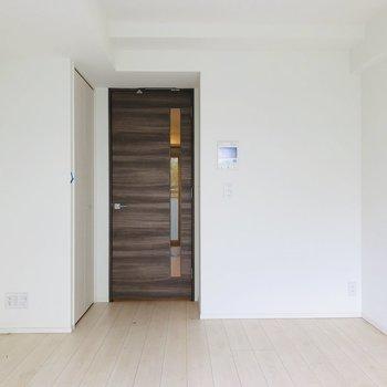 木目のドアがイイアクセント。※写真は前回募集時のものです