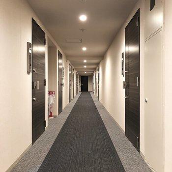 廊下はホテルのよう。