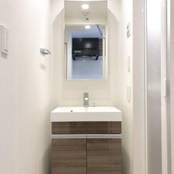 脱衣所には、独立洗面台。※写真は前回募集時のものです