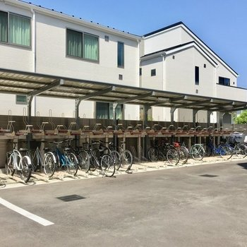 広々とした駐輪場もあります。