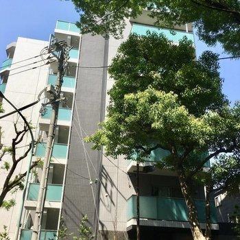 7階建てのマンションです。