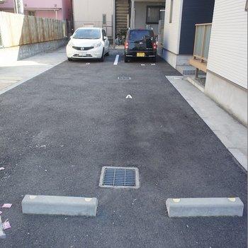駐車場はお家の真となりに♪