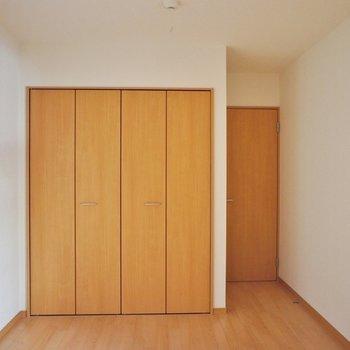 1階の6.5帖の洋室。