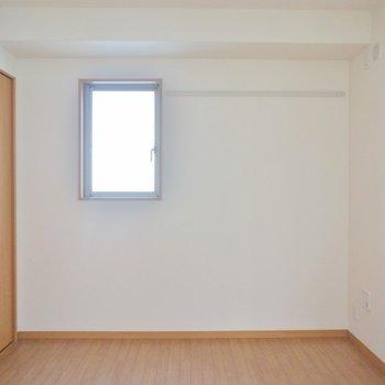 1階の6帖の洋室です。