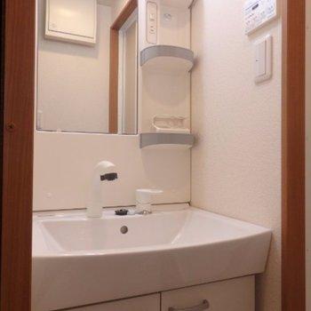 広めの洗面所、使いやすそう ※写真は別部屋となります