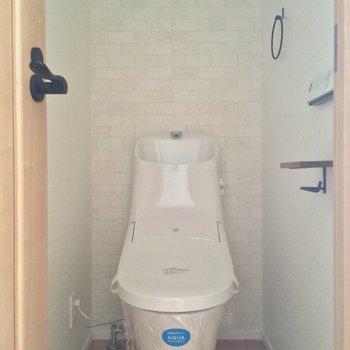 トイレは個室◎壁紙もいいね※通電前