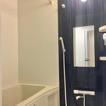 浴室乾燥機&追い炊き付きのバスルーム。