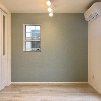 【LDK】洋室の扉を閉めるとこんな感じ。