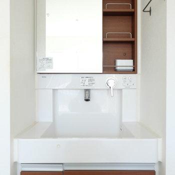 洗面台はお部屋にあります。