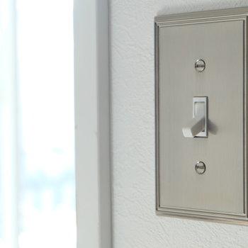 照明スイッチは全部このスタイル。いいですね。