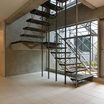 工業的デザインの階段