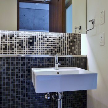 セレクトショップのような洗面室