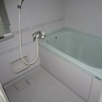 お風呂はシンプル。なんだか色合いがかわいい!