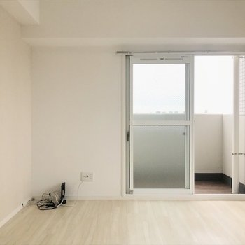白いやさしい雰囲気のお部屋。(※写真は9階の同間取り別部屋のものです)