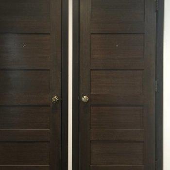 こちらが玄関ドアです