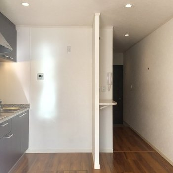 キッチンが綺麗だから仕切りがなくてもスタイリッシュな感じですね