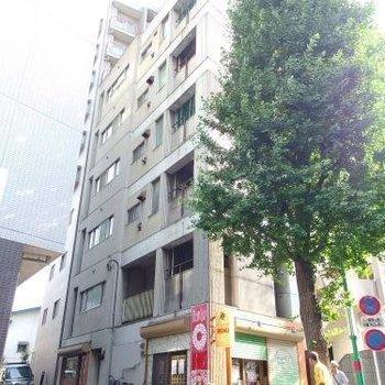 大通り沿いのこちらのマンションです