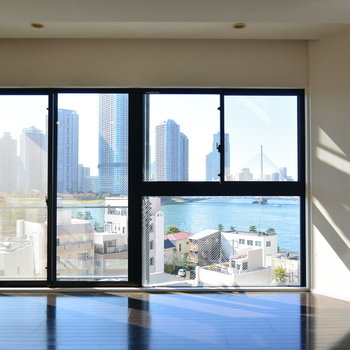 大きい窓!景色もいい。