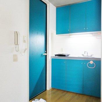 玄関、ブルーが可愛い!
