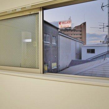 リビングの小窓。