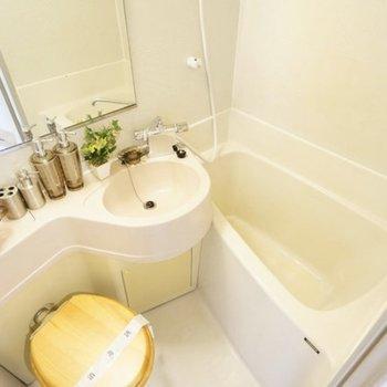 こんな感じで置いてみたら3点ユニットでも素敵です♪※写真は4階の同タイプのトイレの写真になります。