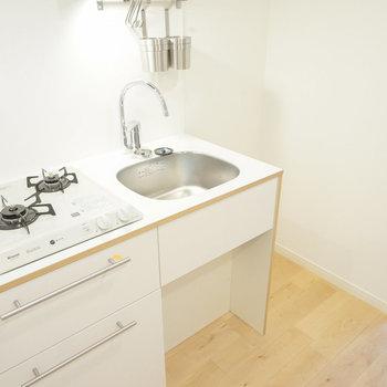 キッチンはTOMOSの2口!※写真は前回募集時のものです