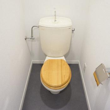 トイレは木製便座に◎